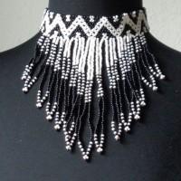 Traditionelle Perlenkette der Ndebele, Südafrika aus kleinen Glas-Handelsperlen, ursprünglich aus Böhmen, 2 Baumwollschnüre zum Binden