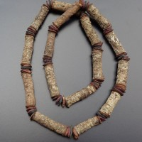Kette der Aborigines , Australien aus Baumast –Stücken und Samen