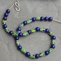 Millefiori Röhrchen, Murano, im Wechsel mit Lapis Lazuli- Kugeln