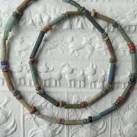 Uralte ägyptische Faience Perlen, sogenannte Mummy - Beads, aus der Zeit um 500 B.C.