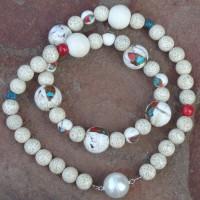 """Große Perlen aus """"Sacred Conch Shell"""" – (Koncha Muscheln) mit Türkis und Korallen Einlagen, Tibet , Lotussamen, Thailand, Türkis und Jaspis - Magnetverschluss"""