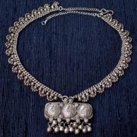 Traditionelle , alte Silberkette mit Anhänger aus Indien, Silber