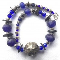 Antie jemenitische Silberperle, blaue Glasperlen der Krobo