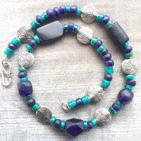 Altes blaues Glas, Chrysokoll Scheiben und versilberte Teile